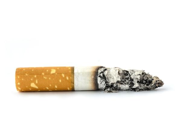 Concepto cigarrillo detener humo sobre fondo blanco aislado