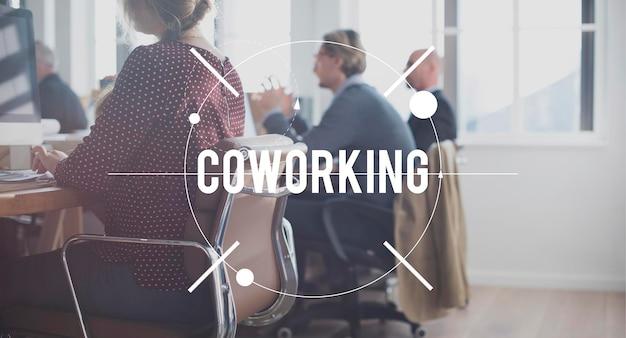 Concepto de colegas corporativos de trabajo de coworking