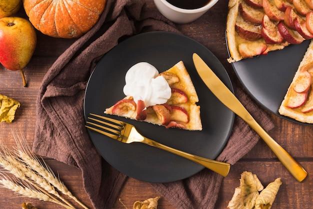 Concepto de comida de acción de gracias con tarta de manzana