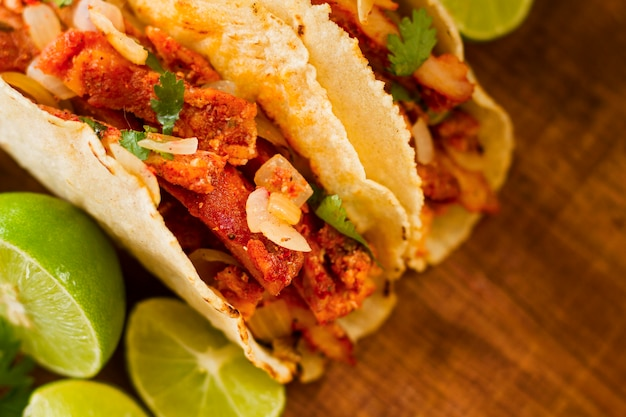 Concepto de comida mexicana con taco plano lay