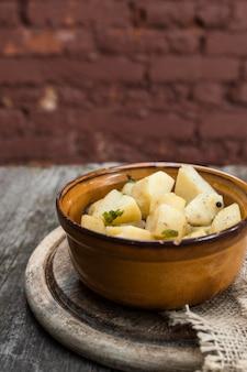 Concepto de comida saludable con ensalada de papa