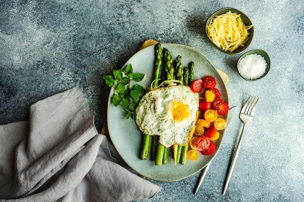 Concepto de comida saludable con espárragos