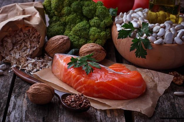 Concepto de comida sana para el corazón.