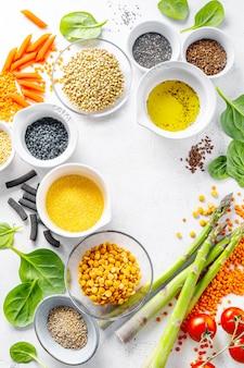 Concepto de comida sana con ingredientes saludables.
