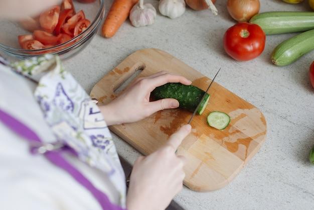 Concepto de comida sana con pepino