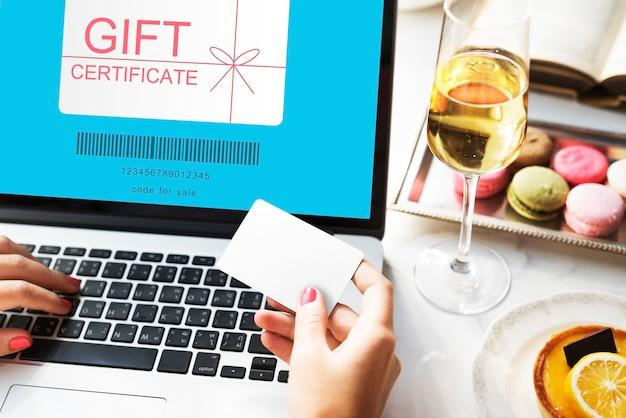 Concepto de compra de cupón de certificado de regalo