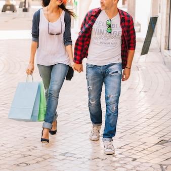 Concepto de compras con vista de cerca de pareja