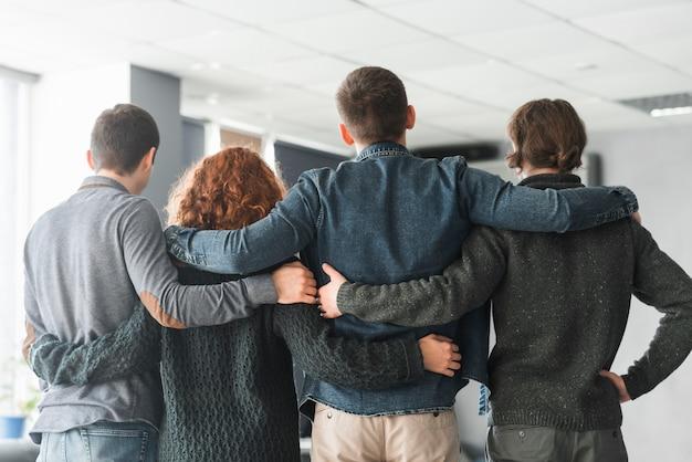 Concepto de comunidad con grupo de gente