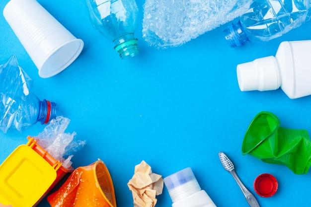 Concepto de conservación ambiental: basura preparada para reciclaje