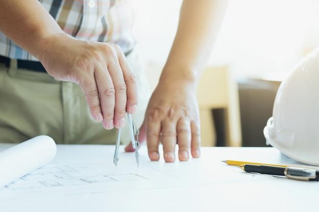 Concepto de la construcción. herramientas de ingeniería.