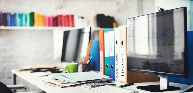 Concepto contemporáneo de los materiales de oficina del lugar de trabajo del sitio