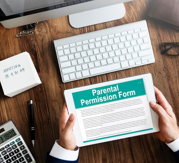 Concepto de contrato de formulario de permiso parental