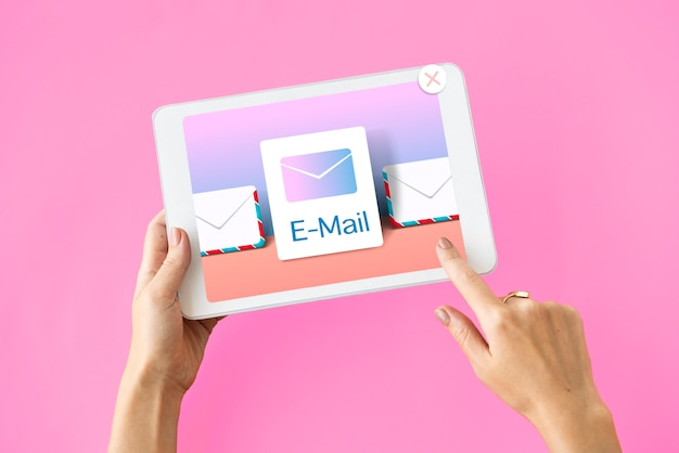 Concepto de correo electrónico de notificación de comunicación de bandeja de entrada