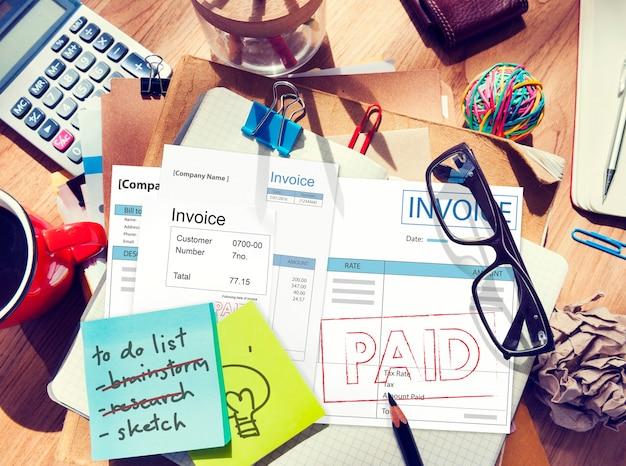 Concepto de cuenta financiera de pago de factura pagada factura