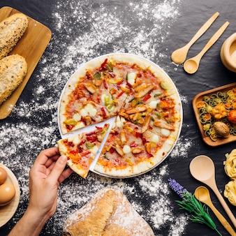 Concepto de comida italiana con pizza