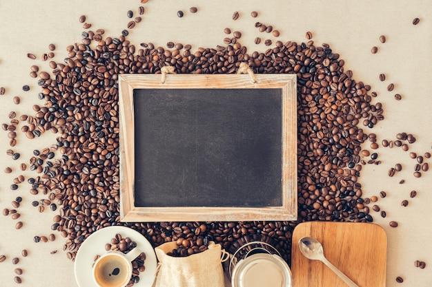 Concepto decorativo de café con pizarra