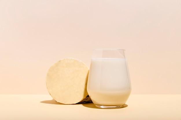 Concepto de delicioso yogur con espacio de copia