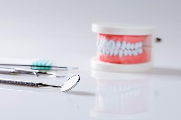 Concepto dental equipo saludable herramientas cuidado dental
