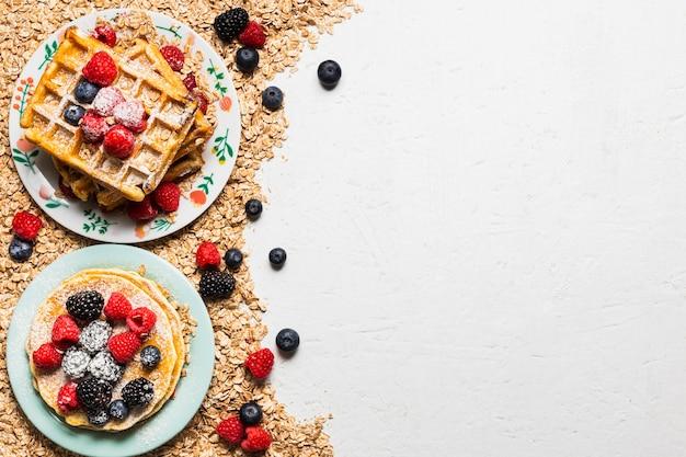 Concepto de desayuno fresco con espacio de copia