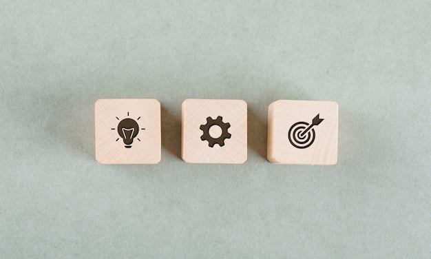 Concepto de destino con bloques de madera.