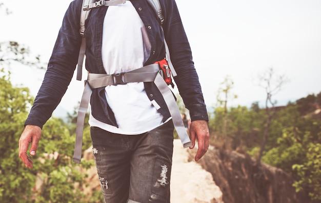 Concepto de destino de viaje de senderismo a pie de senderismo