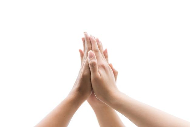 Concepto de día de la amistad las manos golpean y se unen para aislar sobre fondo blanco