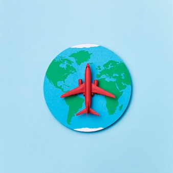Concepto del día mundial del turismo con avión