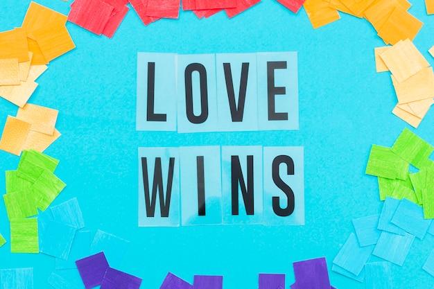 Concepto del día del orgullo el amor gana