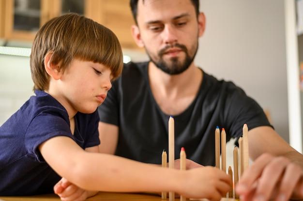 Concepto del día del padre con dibujo infantil
