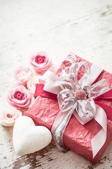 Concepto de día de san valentín y día de la madre, caja de regalo roja
