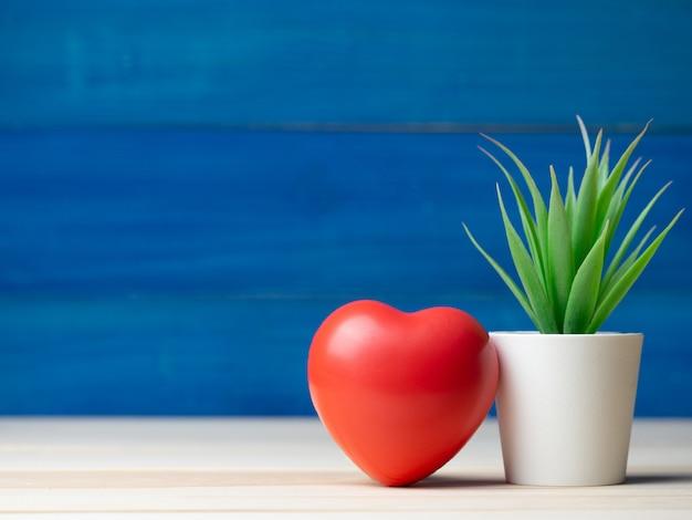 Concepto de día de san valentín. gran corazón rojo al lado