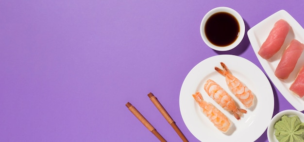 Concepto de día de sushi vista superior con espacio de copia