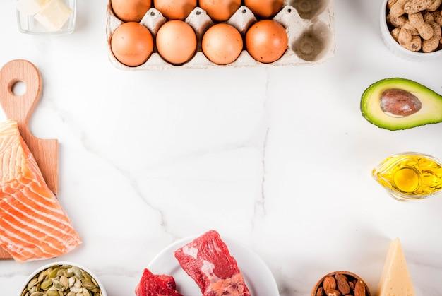 Concepto de dieta cetogénica baja en carbohidratos. comida sana y equilibrada con alto contenido de grasas saludables. dieta para el corazón y los vasos sanguíneos.
