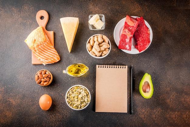 Concepto de dieta cetogénica baja en carbohidratos. comida sana y equilibrada con alto contenido de grasas saludables. dieta para el corazón, vasos.