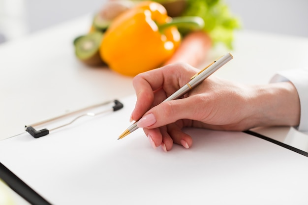 Concepto de dieta con científica y comida sana