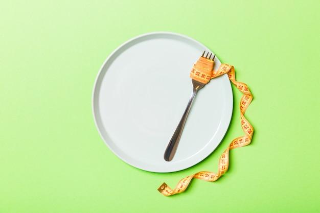 Concepto de dieta estricta con espacio vacío para su diseño.