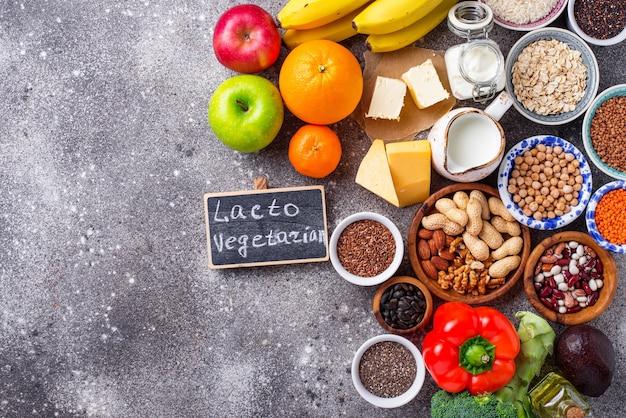 Concepto de dieta vegetariana lacto. comida sana