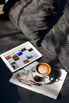 Concepto de digitaces de los datos del planeamiento de la bebida de la relajación del café