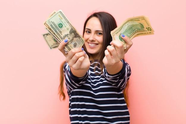 Concepto de dinero joven bonita
