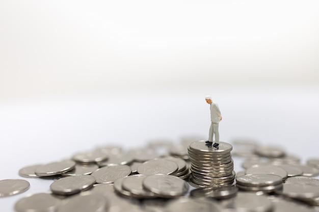 Concepto de dinero, negocios, finanzas, jubilación y ahorro.