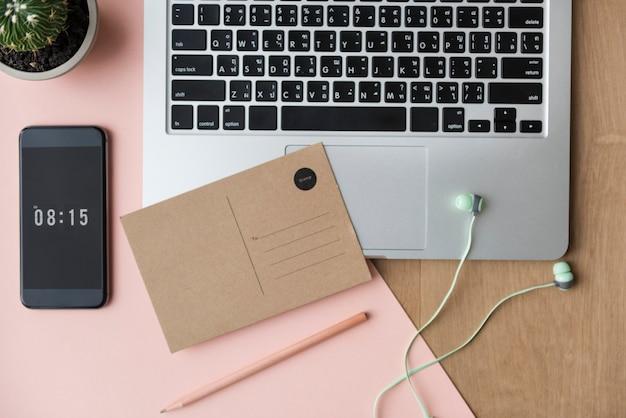 Concepto de dispositivo digital de lugar de trabajo