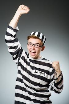 Concepto divertido prisionero en prisión