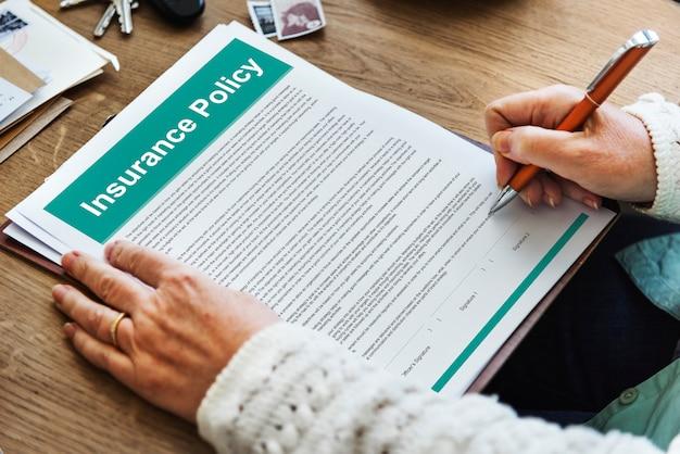 Concepto de documento de términos de acuerdo de póliza de seguro