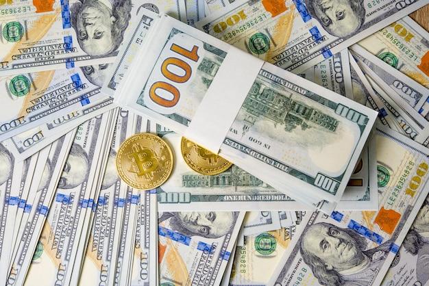 Concepto de dólares en dólares primer concepto billetes de cien dólares alineados los impuestos por pagar son legales.
