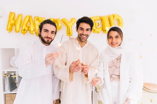 Concepto de eid con grupo de amigos