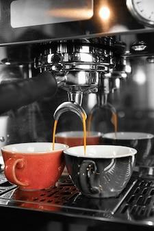 Concepto de elaboración de café con máquina
