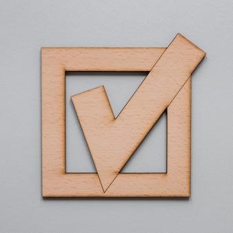 Concepto de elecciones con cartel de madera