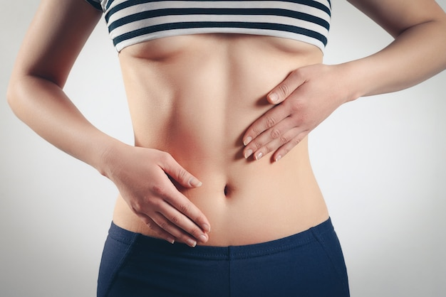 El concepto de embarazo temprano, nutrición adecuada, salud de la mujer.