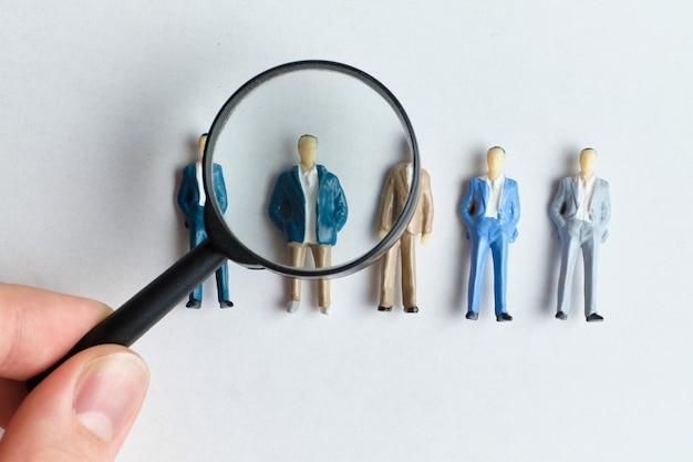 El concepto de encontrar empleados para contratar.