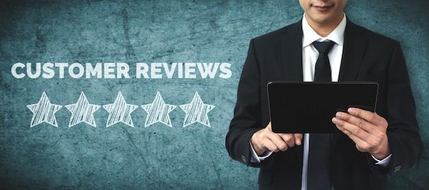 Concepto de encuesta de comentarios de satisfacción de revisión del cliente.